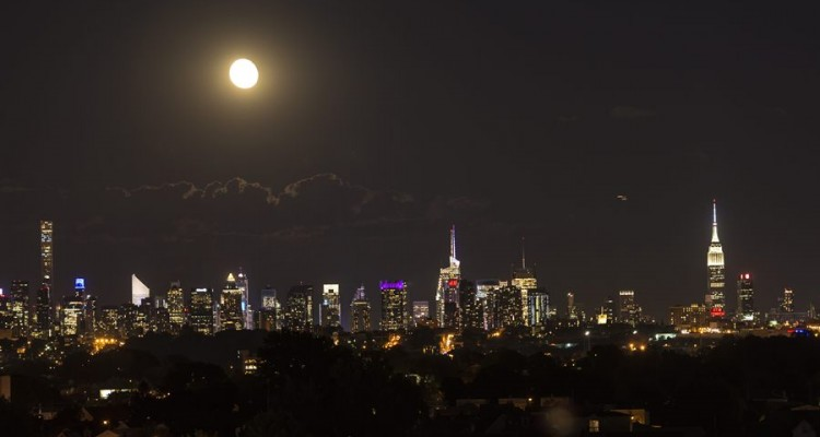 "(FILES) This file photo taken on June 22, 2016 shows the moon rising above the Manhattan skyline in New York.  For the eleventh year on March 25, 2017, cities will turn their lights off for the ""Earth Hour"" operation. However, progress still remains to be made to anchor this most important gesture for climate, wildlife and health into daily life.    ""Historically, lighting has been designed without taking the environment into account. In 2017, it is time to evolve"", urge the defenders of the starry sky. / AFP PHOTO / OMAR TORRES"