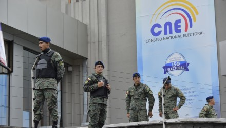 Ecuadorean Army members stand guard outside the National Electoral Council building in Quito on April 1, 2017, on the eve of the presidential runoff.  Ecuador votes in a runoff -facing Lenin Moreno, a moderate successor of President Rafael Correa, and Guillermo Lasso, a former economy minister and provincial governor who lost to Correa in 2013- that will decide whether it follows Latin America's recent shift to the right, and could seal the fate of WikiLeaks founder Julian Assange. / AFP PHOTO / RODRIGO BUENDIA