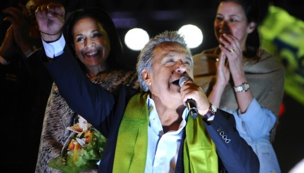 The Ecuadorean presidential candidate of the ruling Alianza PAIS party, Lenin Moreno, gives a speech to his supporters as they celebrate the initial results of the runoff election, in Quito on April 2, 2017. / AFP PHOTO / JUAN RUIZ