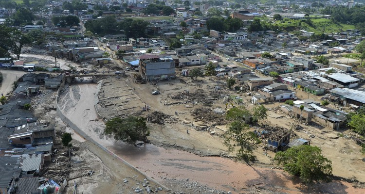Aerial view of the extensive damage caused by mudslides as a result of heavy rains, in Mocoa, Putumayo department, Colombia on April 3, 2017. Rescuers clawed through mud and timber Monday searching for survivors of a mudslide in southern Colombia that killed 262 people, including 43 children, and left relatives desperately seeking loved ones. / AFP PHOTO / LUIS ROBAYO