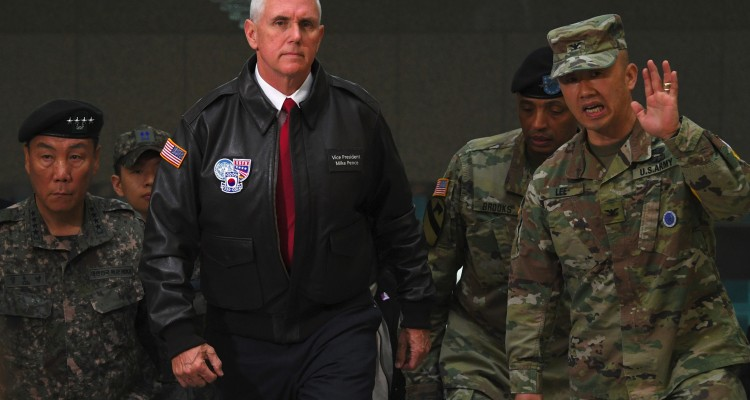 US Vice President Mike Pence (C) visits the truce village of Panmunjom in the Demilitarized Zone (DMZ) on the border between North and South Korea on April 17, 2017. Pence arrived at the gateway to the Demilitarised Zone dividing the two Koreas, in a show of US resolve a day after North Korea failed in its attempt to test another missile. / AFP PHOTO / JUNG Yeon-Je