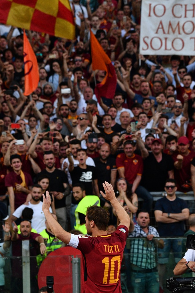 AS Roma's captain Francesco Totti greets fans during a ceremony following his last match with AS Roma after the Italian Serie A football match AS Roma vs Genoa on May 28, 2017 at the Olympic Stadium in Rome. Italian football icon Francesco Totti retired from Serie A after 25 seasons with Roma, in the process joining a select group of 'one-club' players. / AFP PHOTO / Vincenzo PINTO