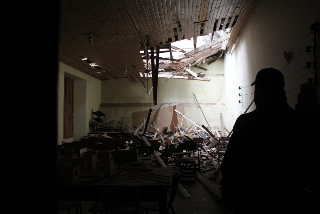 View of the damage caused on a school by an earthquake in Quetzaltenango, 220 km from Guatemala City, on June 14, 2017.  A strong 6.9 magnitude earthquake hit western Guatemala early on Wednesday, killing at least two persons and causing power cuts, as well as damage to some buildings, officials said. / AFP PHOTO / MISAEL LOPEZ