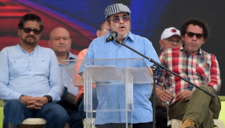 """FARC rebel leader Rodrigo Londono Echeverri, known as """"Timochenko"""" (C), delivers a speech during the final act of abandonment of arms and the FARC's end as an armed group at Transitional Standardization Zone Mariana Paez, Buena Vista, Mesetas municipality, Colombia on June 27, 2017. / AFP PHOTO / RAUL ARBOLEDA"""