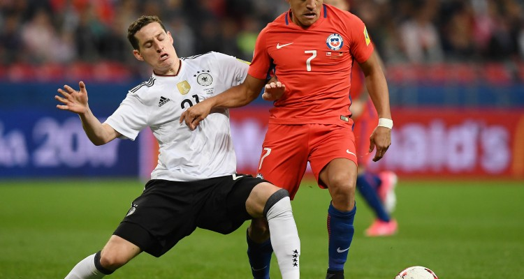 Germany's midfielder Sebastian Rudy (L) vies with Chile's forward Alexis Sanchez during the 2017 Confederations Cup group B football match between Germany and Chile at the Kazan Arena Stadium in Kazan on June 22, 2017. / AFP PHOTO / FRANCK FIFE