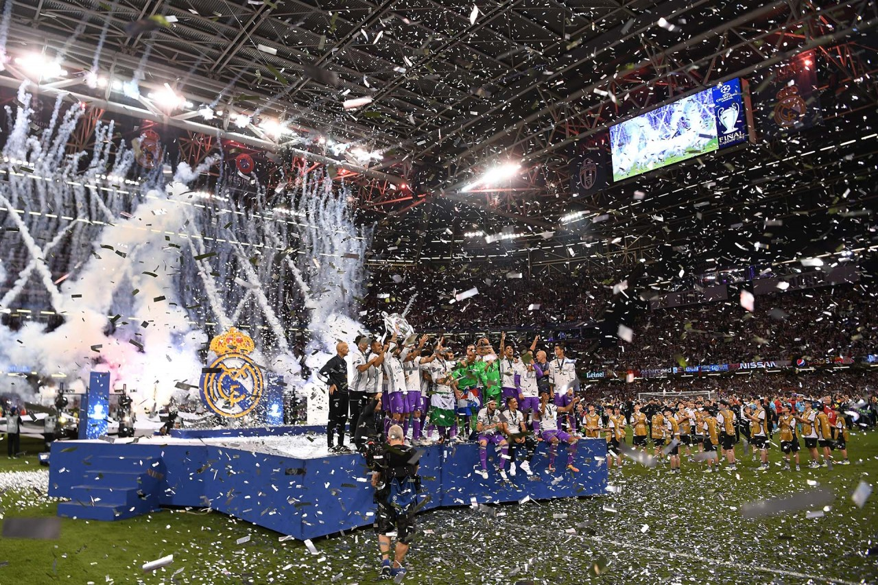 CARDIFF, WALES - JUNE 03:  Real Madrid team celebrates with The Champions League trophy  after the UEFA Champions League Final between Juventus and Real Madrid at National Stadium of Wales on June 3, 2017 in Cardiff, Wales.  (Photo by David Ramos/Getty Images)
