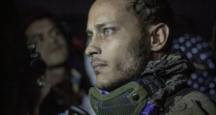 Venezuelan police officer Oscar Perez participates in an anti-government  protest in Caracas on July 13, 2017. Perez, who attacked the headquarters of the Supreme Court of Justice with hand grenades thrown from a helicopter, appeared unexpectedly this Thursday at an opposers' rally and after issuing a brief statement fled quickly on a motorcycle. / AFP PHOTO / INAKI ZUGASTI