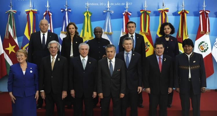 (First row-L to R) Chilean President Michelle Bachelet, Uruguay's President Tabare Vazquez, Brazilian president Michel Temer, Mendoza province Governor Alfredo Camejo, Argentine President Mauricio Macri, Paraguayan President Horacio Cartes and Bolivia's President  Evo Morales pose for the official picture at the end of the Mercosur Summit in Mendoza, 1080 km west of Buenos Aires on July 21, 2017. / AFP PHOTO / Andres Larrovere
