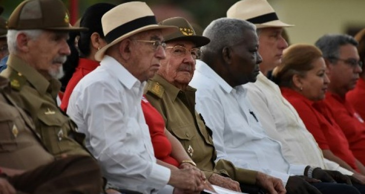 Cuban president Raul Castro (C), Cuban Vice president of the State Council Ramiro Valdez (L), Cuban vice president Jose Ramon Machado Ventura (2nd-L), the President of the Cuban National Assembly and Parliament Esteban Lazo (2nd-R) and Cuban First Vice President Miguel Diaz-Canel (R) attend the celebration of the 64th anniversary of the guerrilla assault to the Moncada Barracks, widely regarded as the beginning of the Cuban Revolution, in Pinar del Rio Province, on July 26, 2017. / AFP PHOTO / ADALBERTO ROQUE
