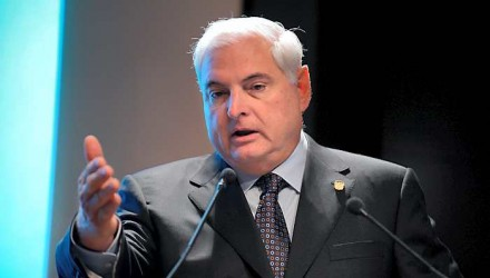Panamanian President Ricardo Martinelli delivers a speech during a meeting at the French employers association Medef headquarters in Paris on November 18, 2011 as part of his visit to France. AFP PHOTO  ERIC PIERMONT