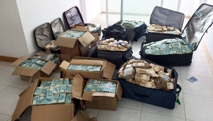 """Handout picture released by Brazil's Federal Police showing bags and boxes with Brazilian currency seized in a flat used by former minister of President Michel Temer, Geddel Vieira Lima to store money from corruption activities, in Salvador, Bahia state, Brazil on September 5, 2017. / AFP PHOTO / BRAZILIAN FEDERAL POLICE / HO / RESTRICTED TO EDITORIAL USE - MANDATORY CREDIT """"AFP PHOTO /BRAZILIAN FEDERAL POLICE"""" - NO MARKETING NO ADVERTISING CAMPAIGNS - DISTRIBUTED AS A SERVICE TO CLIENTS"""