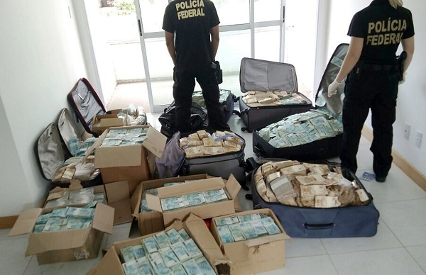 "Handout picture released by Brazil's Federal Police showing bags and boxes with Brazilian currency seized in a flat used by former minister of President Michel Temer, Geddel Vieira Lima to store money from corruption activities, in Salvador, Bahia state, Brazil on September 5, 2017. / AFP PHOTO / BRAZILIAN FEDERAL POLICE / HO / RESTRICTED TO EDITORIAL USE - MANDATORY CREDIT ""AFP PHOTO /BRAZILIAN FEDERAL POLICE"" - NO MARKETING NO ADVERTISING CAMPAIGNS - DISTRIBUTED AS A SERVICE TO CLIENTS"