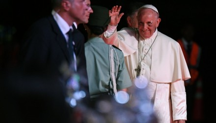 """Pope Francis waves before embarking at the Rafael Nunez airport in Cartagena on September 10, 2017.  Pope Francis prayed Sunday for a peaceful end to Venezuela's """"grave crisis"""" which has left scores dead, as he wrapped up a tour to support peace in neighboring Colombia. / AFP PHOTO / Luis Acosta"""