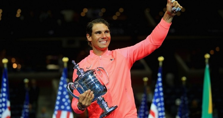 NEW YORK, NY - SEPTEMBER 10: Rafael Nadal of Spain poses with the championship trophy during the trophy ceremony after defeating Kevin Anderson of South Africa during their Men's Singles finals match on Day Fourteen during the 2017 US Open at the USTA Billie Jean King National Tennis Center on September 10, 2017 in the Queens borough of New York City.   Chris Trotman/Getty Images for USTA/AFP