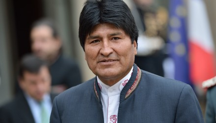 Bolivian President Evo Morales speaks to journalists on March 13, 2013 in the courtyard of the Elysee presidential palace in Paris after a meeting with his French counterpart in Paris during his two-day visit to France.             AFP PHOTO / BERTRAND LANGLOIS