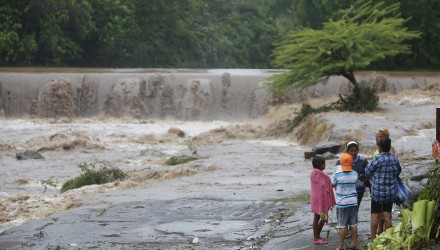Residents look at the floodings of the Masachapa River following the passage of Tropical Storm Nate in the city of Masachapa, about 60km from the city of Managua on October 5, 2017. A tropical storm sliding north along Central America Thursday has unleashed heavy rains killing at least nine people in Costa Rica and Nicaragua, with forecasters predicting it could strengthen into a hurricane headed for the United States. / AFP PHOTO / INTI OCON