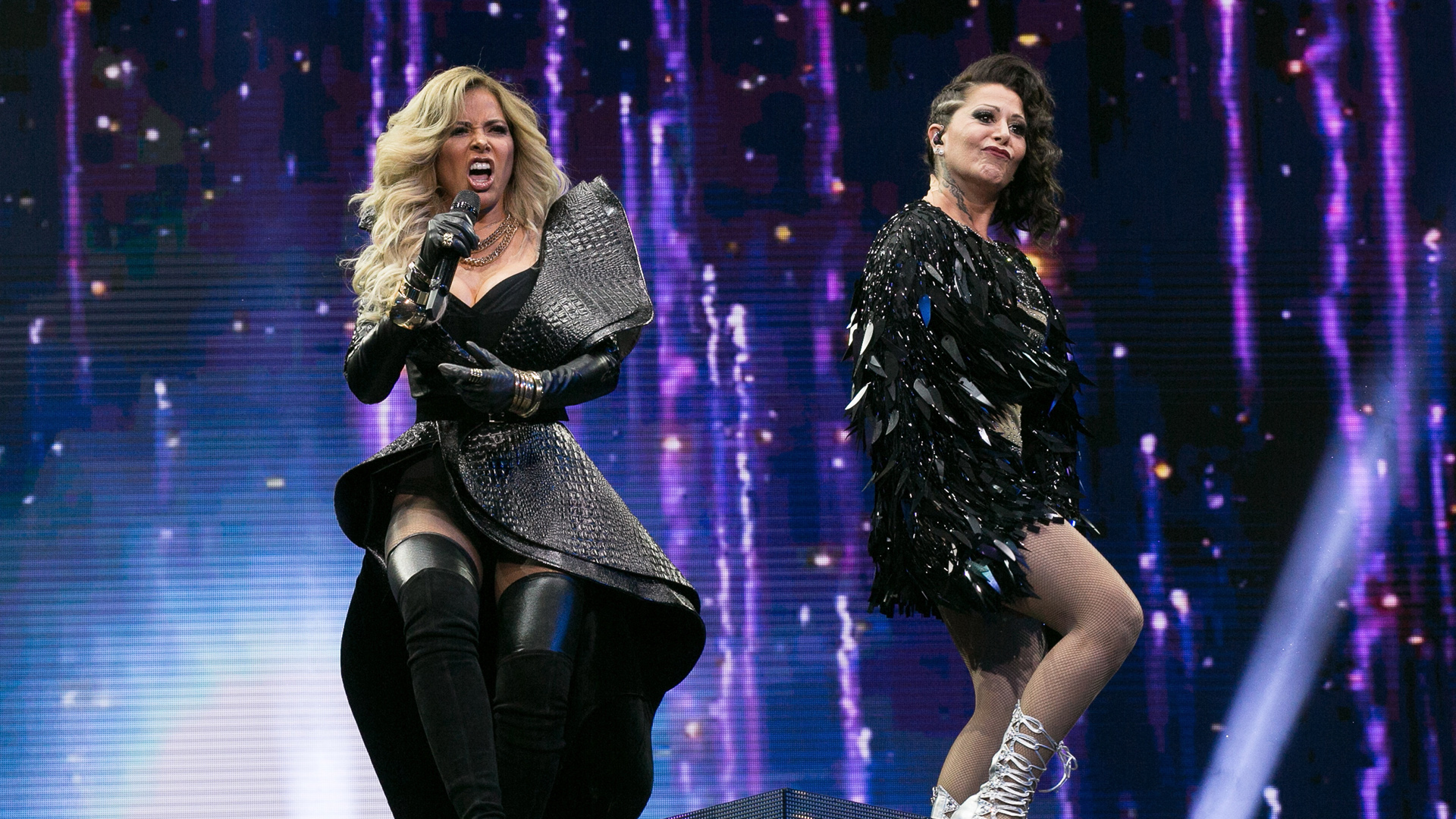 """LOS ANGELES, CA - JUNE 03:  Gloria Trevi (L) and Alejandra Guzman perform at Alejandra Guzman and Gloria Trevi's """"Versus"""" World Tour at Staples Center on June 3, 2017 in Los Angeles, California.  (Photo by Gabriel Olsen/Getty Images)"""