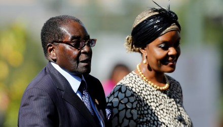 (FILES) This file photo taken on May 24, 2014 shows Zimbabwean President Robert Mugabe (L) arriving with his wife Grace for the inauguration ceremony of South African President at the Union Buildings in Pretoria. Robert Mugabe has been removed as president of Zimbabwe's ruling ZANU-PF party and replaced by his former vice president, a party delegate told AFP on November 19, 2017 outside a meeting in Harare. Grace Mugabe was also expelled from Zimbabwe's ruling ZANU-PF according to party official. / AFP PHOTO / POOL / SIPHIWE SIBEKO
