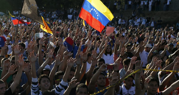 2014-02-15T000247Z_424448046_GM1EA2F0MA401_RTRMADP_3_VENEZUELA-PROTESTS.x43795