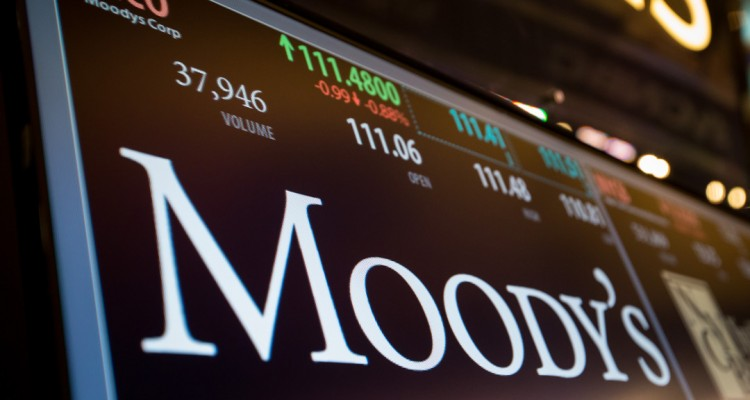A monitor displays Moody's Corp. signage on the floor of the New York Stock Exchange (NYSE) in New York, U.S., on Monday, March 27, 2017. U.S. stocks fell, extending a decline on Friday after President Trump failed to pass his health-care bill, undermining optimism he can enact growth policies that invigorated bulls after the election. Photographer: Michael Nagle/Bloomberg